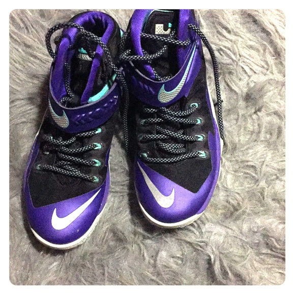 d115ddff8282d Nike LeBron James soldier 8 purple shoes 👟. M 5ab98baca6e3ea71943962b4